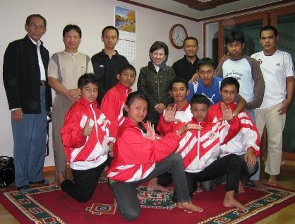 Atlet Silat dari Persinas Asad, Joko Tole dan Pamur saat diterima Komjen Indonesia di Korea
