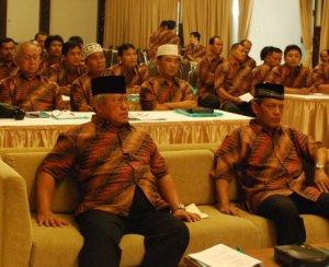 Brigjen TNI (Purn) Agus Susarso dan pembina pengda ASAD DKI Jakarta Laksma TNI Sulistiyadi.